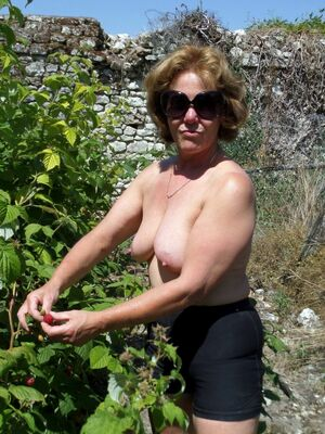 my mature nude wife