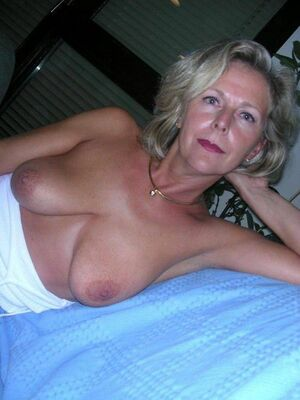 nude real mom