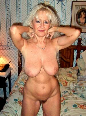 curvy mature naked