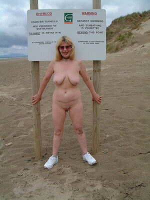 mature women flashing in public